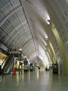 270px-Avignon_tgv_station.jpeg