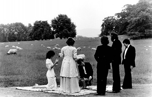 Festival-goers-picnic-dur-013.jpeg