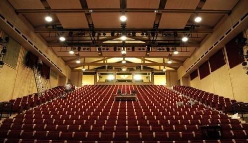 853675_le-theatre-ephemere-de-la-comedie-francaise-au-palais-royal-a-paris-le-6-janvier-2012.jpeg