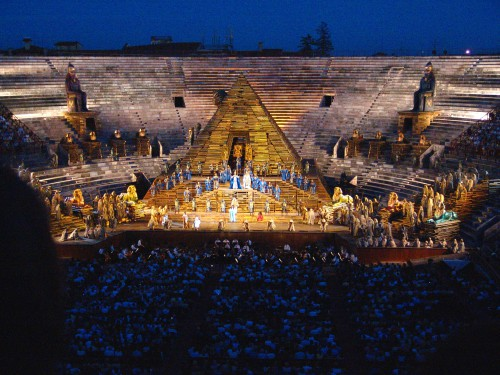Arena_di_Verona_AIDA_von_Giuseppe_Verdi.jpeg