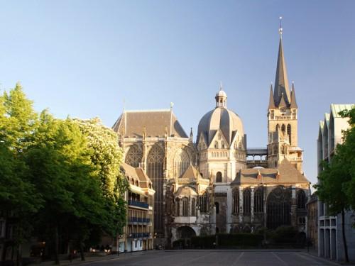 Charlemagne-et-Aix-La-Chapelle.jpeg