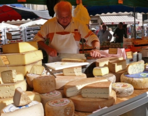 20080823-100914_marche_stand_fromage.jpg