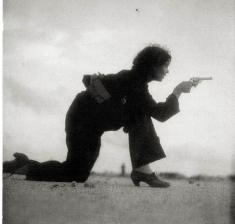 combattante-c3a0-lentrainement-sur-la-plage-barcelon-1936-par-g-taro