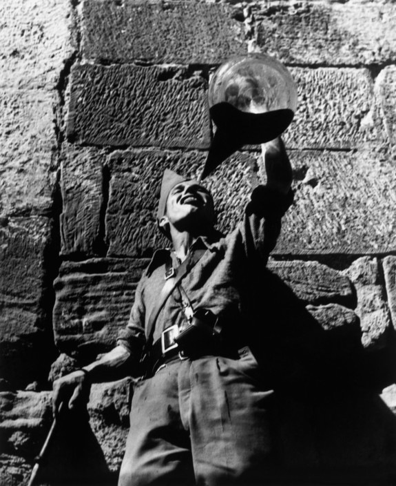 SPAIN. Aragon front. A Republican soldier drinking wine. August-September 1936.