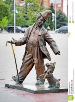 sculpture-de-clown-soviétique-karandash-dans-tyumen-41280075